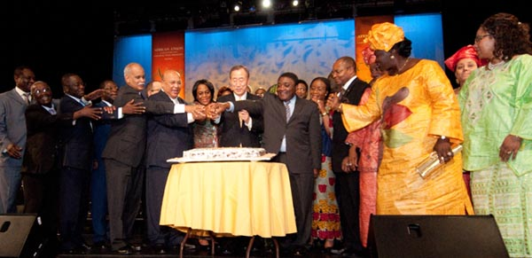 UN Secretary-General Ban Ki-moon at Africa Day cutting the cake with Ambassadors of 17 countries celebrating 50 years of independence.