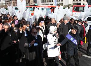 Несмотря на холод, UPF собрала более 2000 людей на празднование Нового года и марш по улицам Сеула